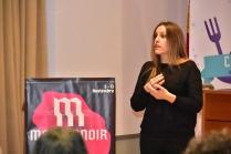 Ana María Manzano interpretó la charla en lengua de signos española.